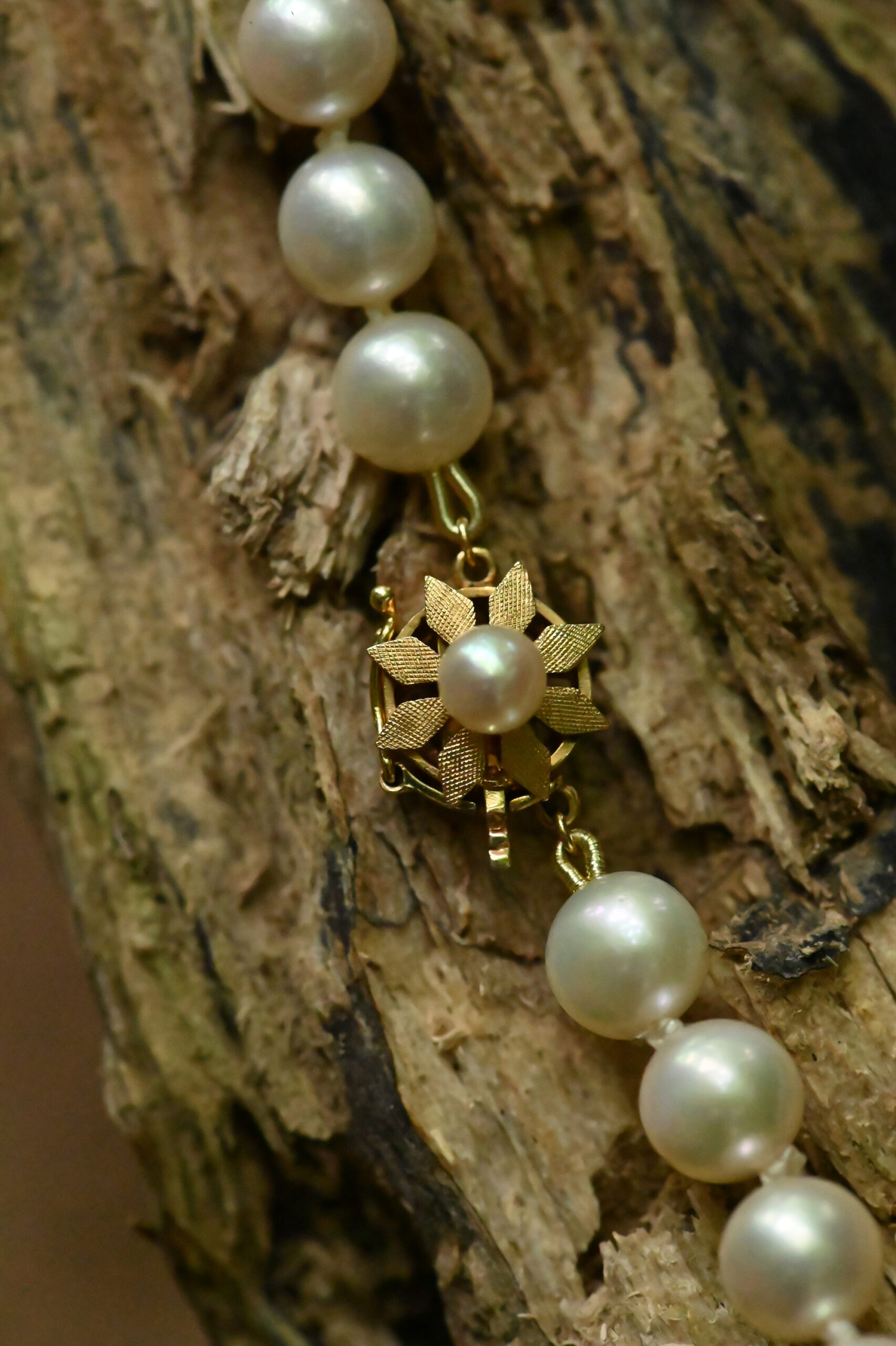 Akoya pearl necklace with vintage Clasp